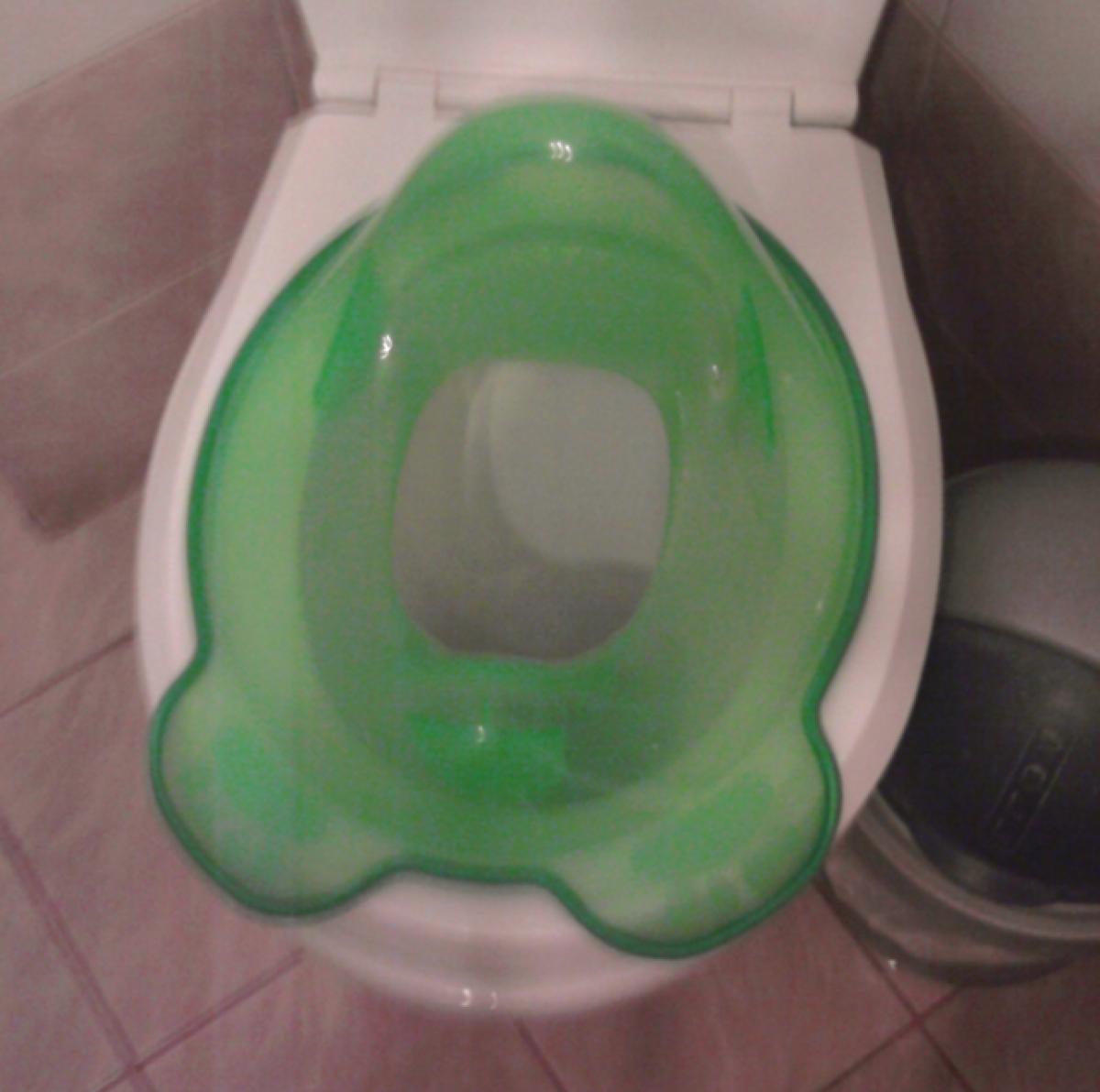 Τσίσα και κακά στην τουαλέτα από… μωρά!