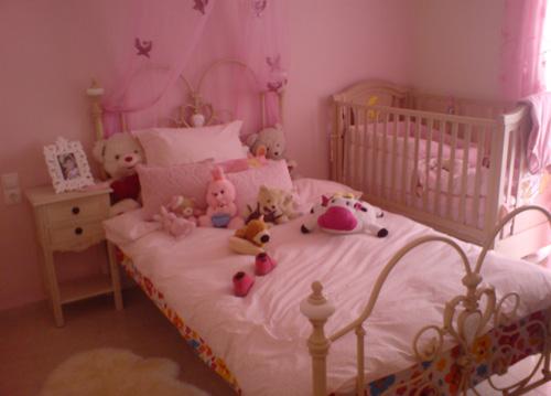 f7f8eb19ef6 Ένα ροζ, ρομαντικό δωματιάκι! - Eimaimama.gr