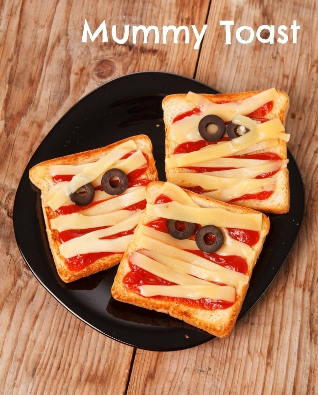 healthy-halloween-party-food-mummy-toast-snacks-33