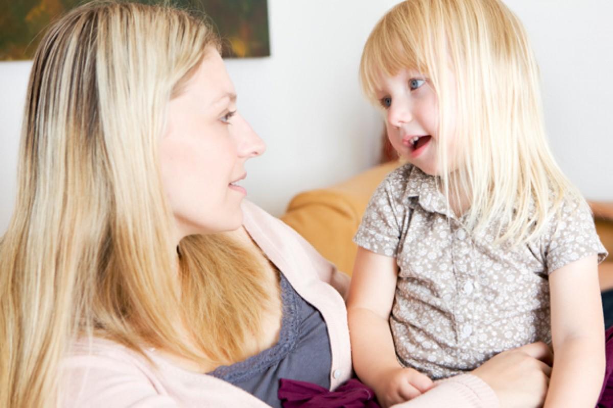 Πώς να βοηθήσετε το νηπιάκι σας να μιλήσει