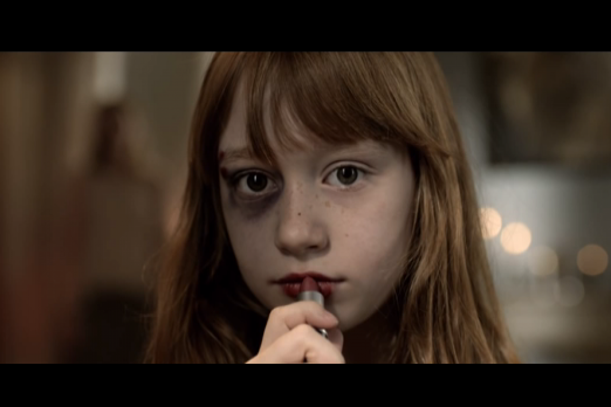 Θέλει να μοιάσει στη μαμά της – ένα βίντεο που ταρακουνά