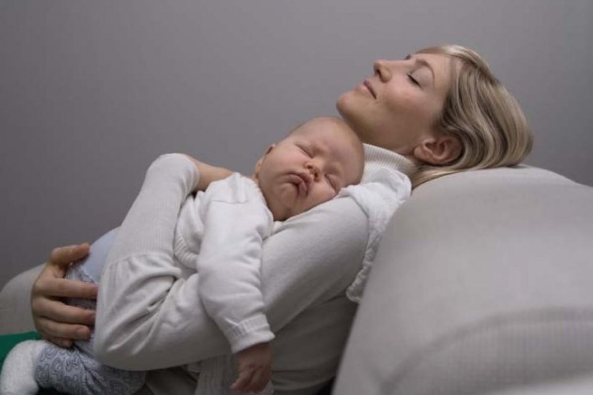 5 λάθη που κάνουν οι νέοι γονείς στον ύπνο των μωρών (και πώς να τα διορθώσετε)