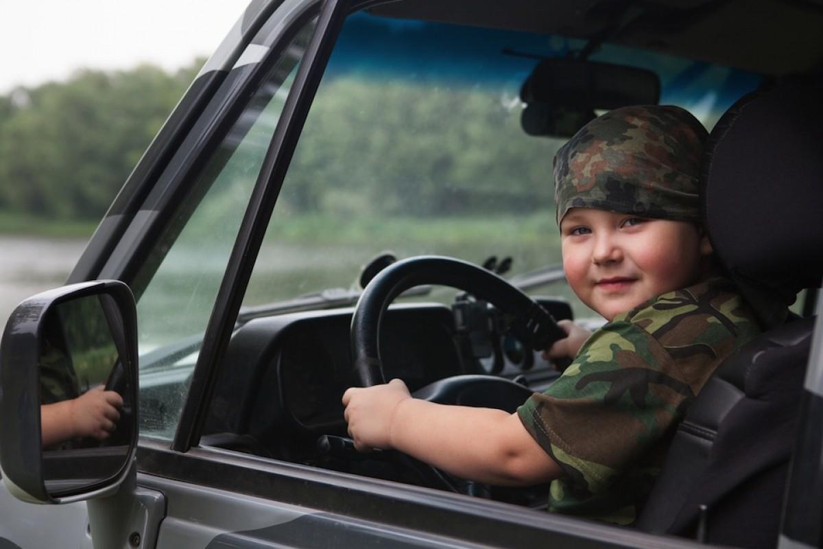 10χρονος πιάστηκε να οδηγάει το αυτοκίνητο των γονιών του και είπε πως είναι… νάνος!