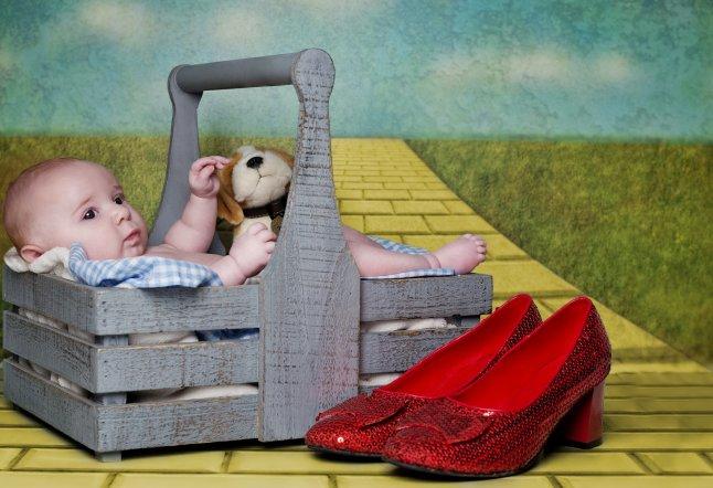 Annie (10 weeks) recreates The Wizard of Oz_646x442