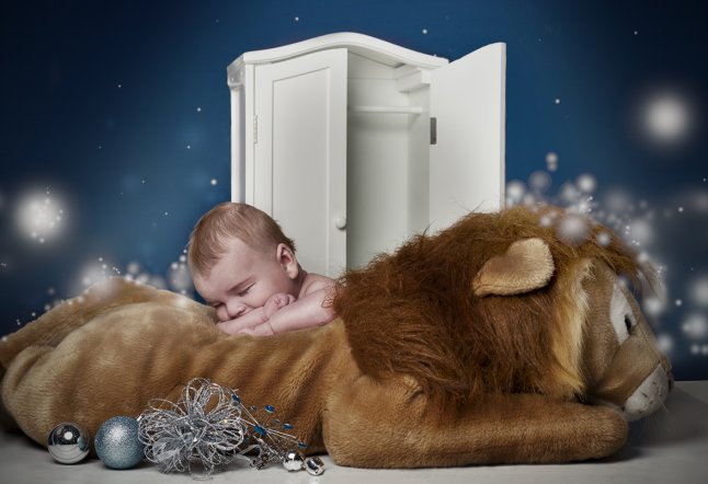 Casper (10 weeks) recreates The Lion, The Witch and The Wardrobe_646x442