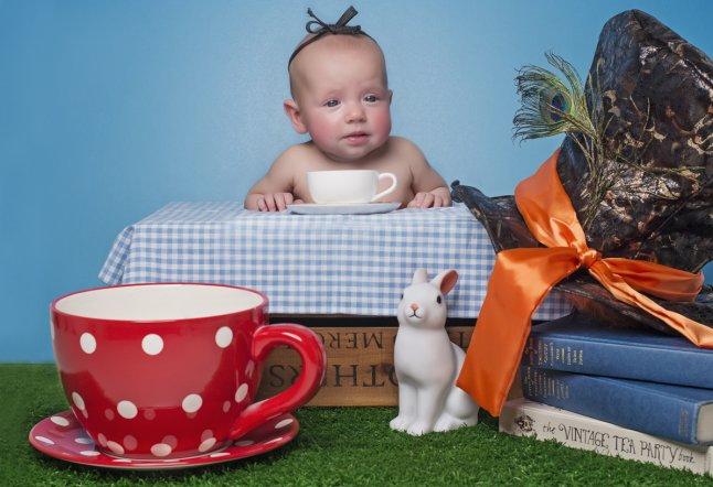 Elsa (18 weeks) recreates Alice in Wonderland_646x442