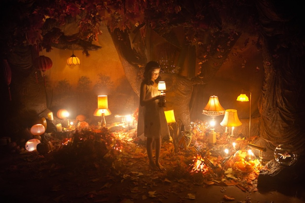 Ταξιδέψτε στον πορτοκαλί κόσμο της Adrien Broom