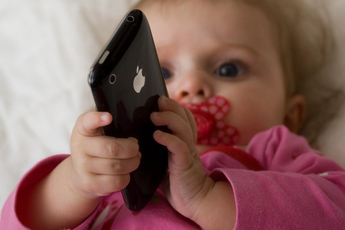 Το 38% των παιδιών κάτω των 2 ετών χρησιμοποιεί φορητά πολυμέσα