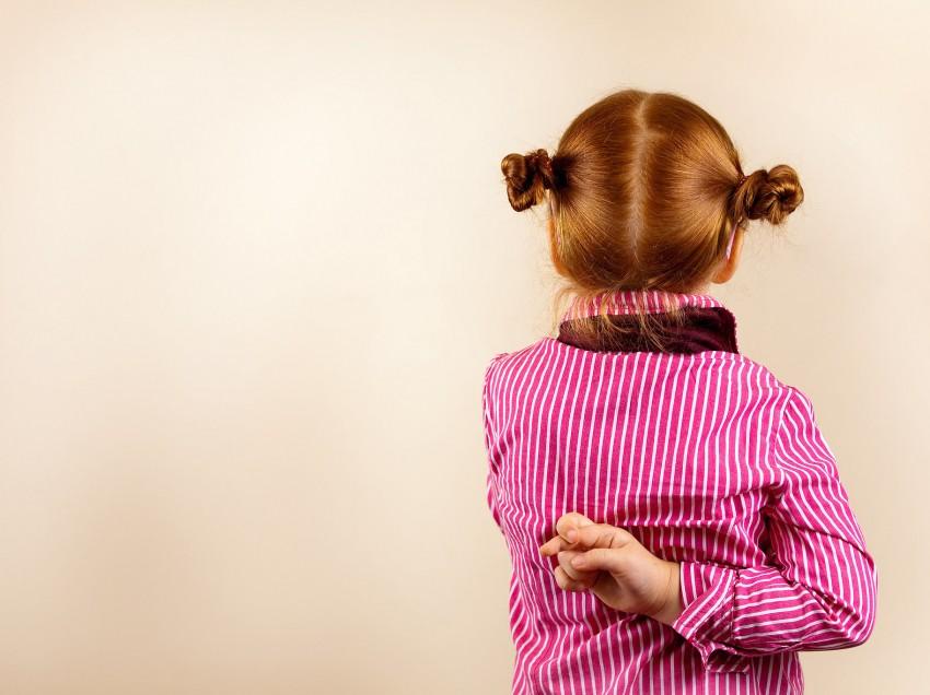 Πώς να καταλάβετε ότι το παιδί σας λέει ψέματα