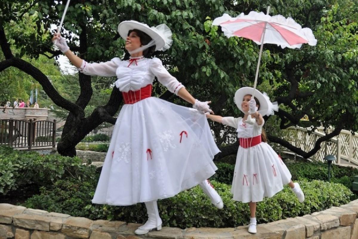 Η μαμά που έφτιαξε φανταστικά φορέματα ηρωίδων της Disney στην κορούλα της!