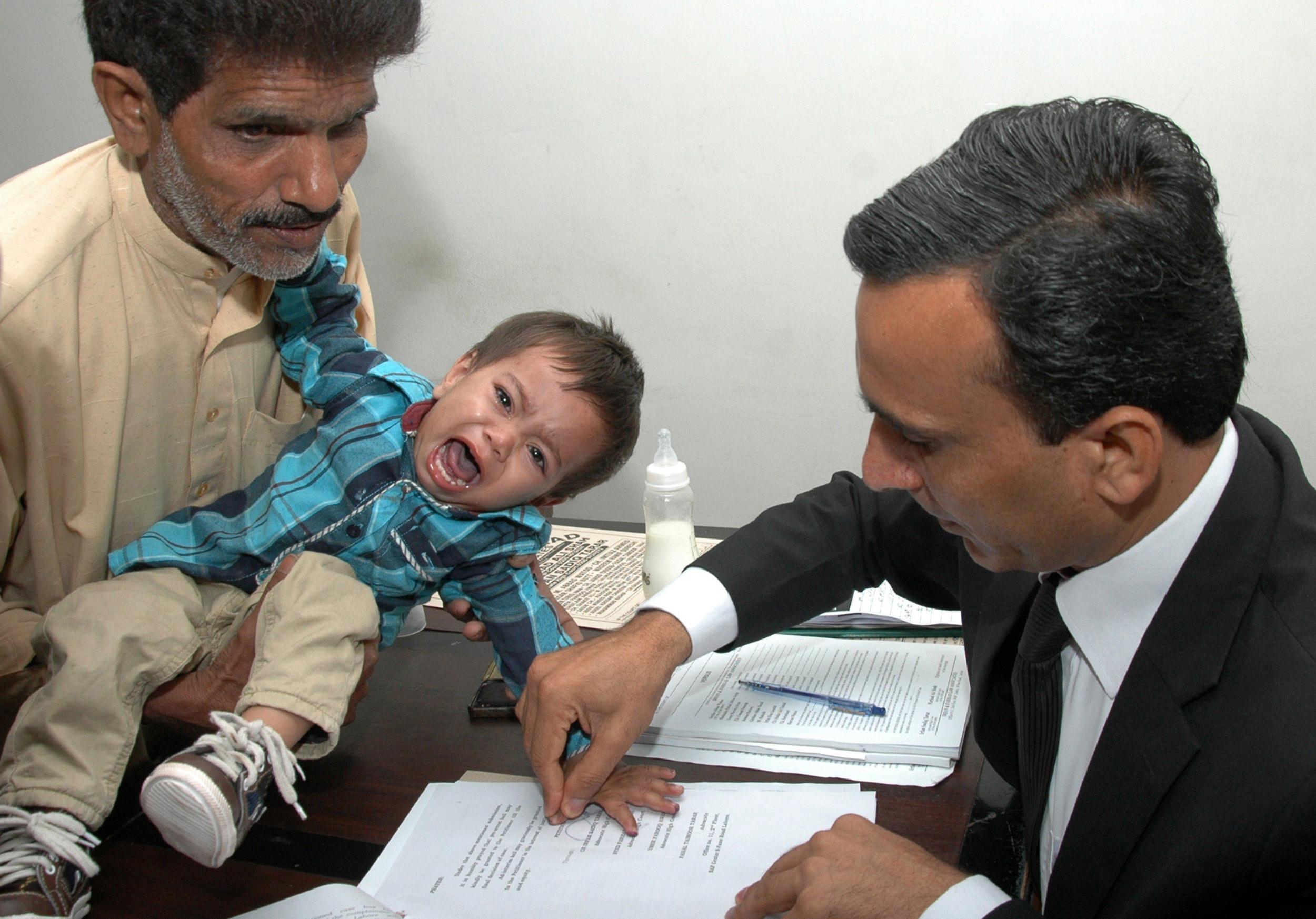 pc-140408-pakistan-baby-830a_6d8b78182550f014bf9f30f28a8d76b2