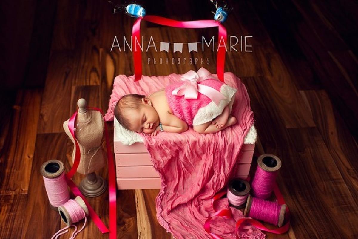 Νεογέννητα μωράκια ποζάρουν για την πρώτη τους φωτογράφιση