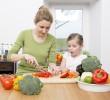 Τα παιδιά που μαγειρεύουν τρώνε περισσότερα λαχανικά!