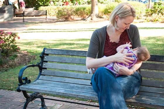2D274906008043-today-140602-breast-feeding-01.blocks_desktop_medium