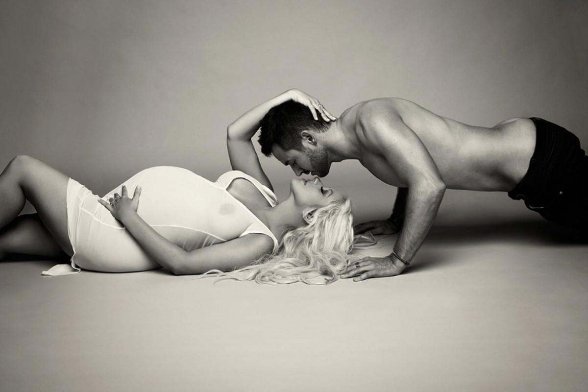 Christina Aguilera: Φωτογραφίζεται αποκαλυπτική και… έγκυος!