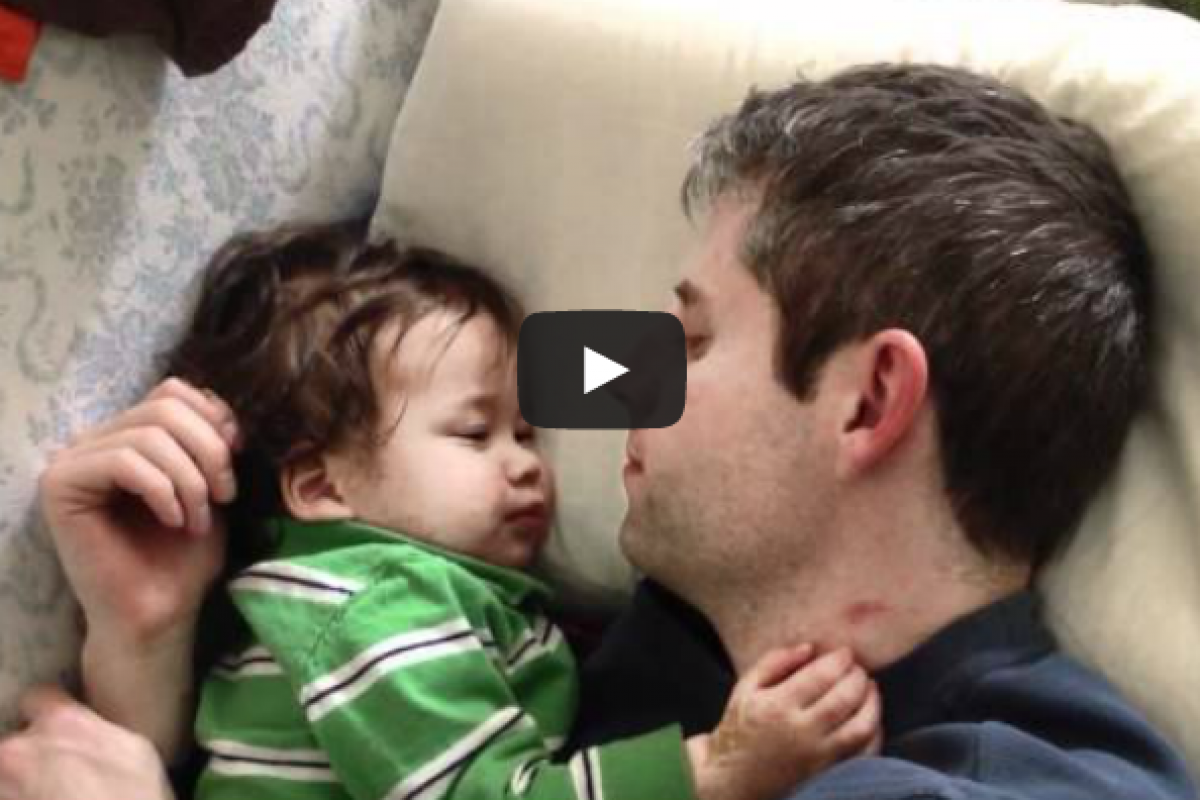 Μέθοδος ύπνου «αναλαμβάνει ο μπαμπάς»