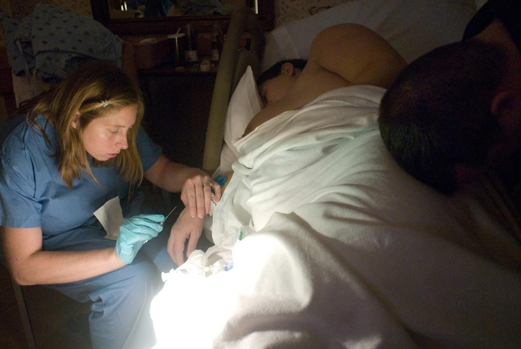 A nurse inserts Megan Tudryn's IV in preparation for an epidural