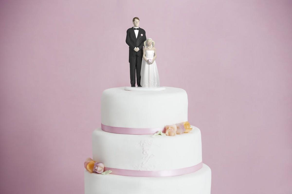 Είμαι η Thea. Είμαι 12 χρονών. Παντρεύομαι σ' ένα μήνα!