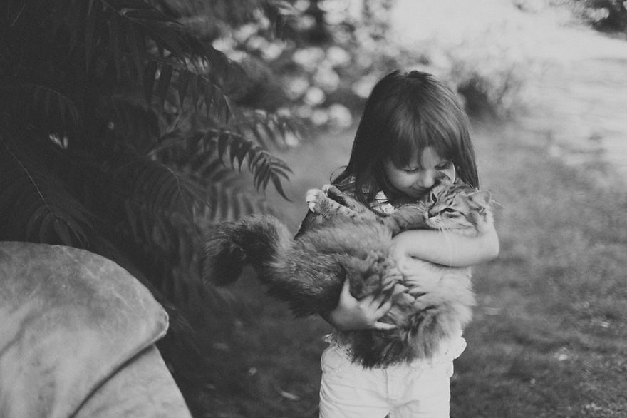 children-cat-playing-photography-22__880