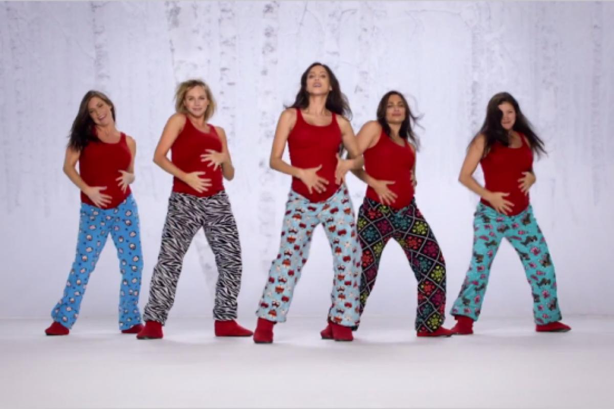 [Βίντεο] Εγκυμονούσες λικνίζονται στους ρυθμούς του… Santa Baby