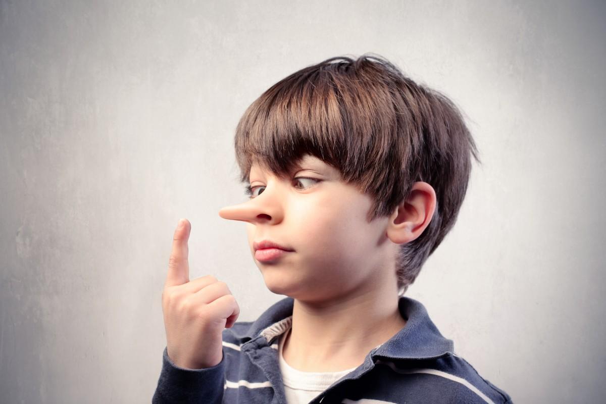 Τα παιδιά ξεκινούν τα ψέματα από τα 2 – πώς θα τα κάνετε να πουν την αλήθεια;