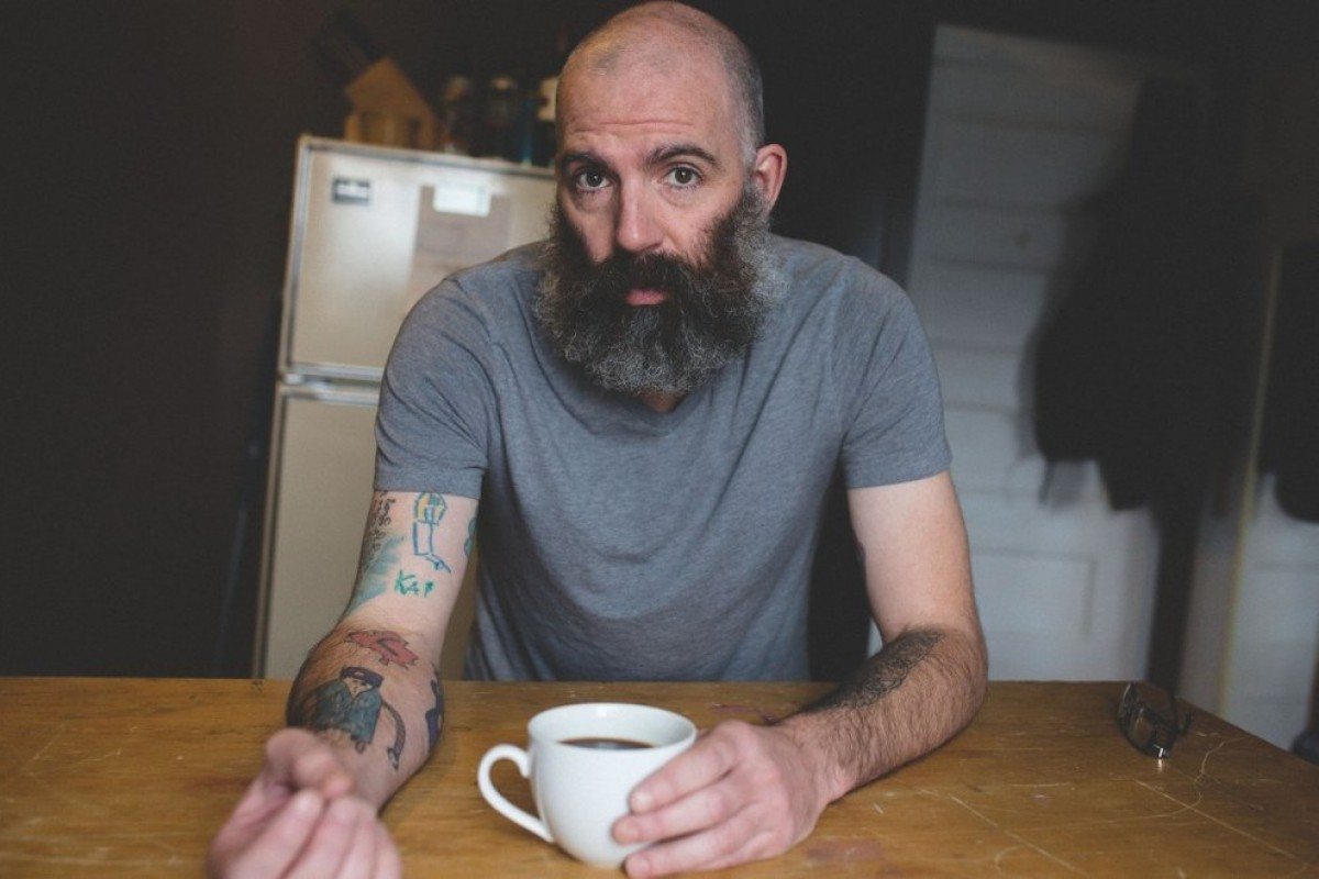 Μπαμπάς καλύπτει το χέρι του με τατουάζ τα σκίτσα του γιου του