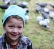 Το 8χρονο κορίτσι που δέχεται δώρα από τα πουλιά