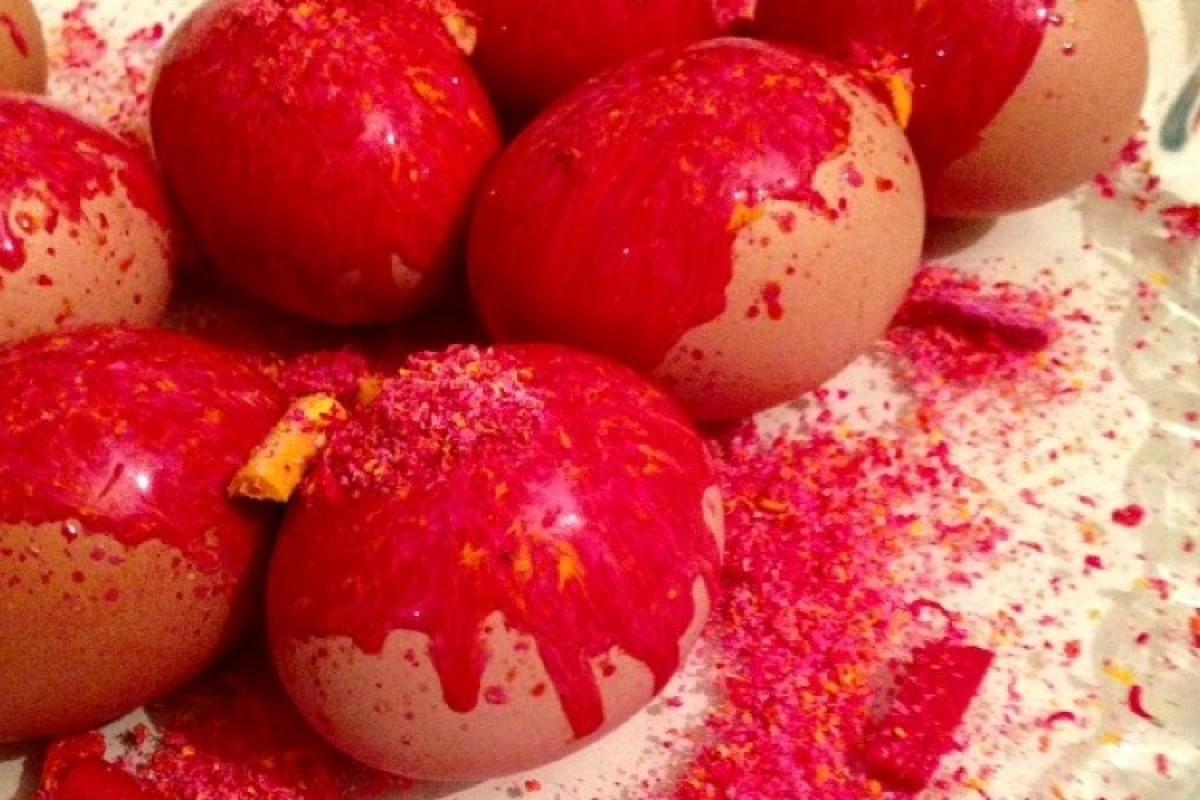Βάψτε τα αβγά σας με κηρομπογιές!