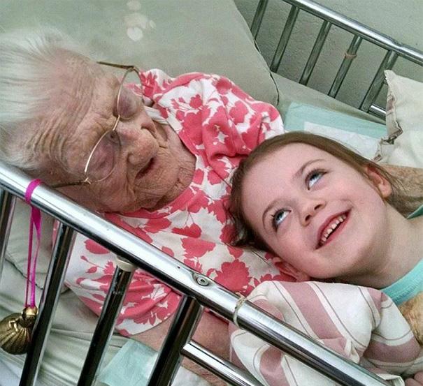 newborn-baby-girl-meets-grandma-101-year-difference-rosa-camfield-11