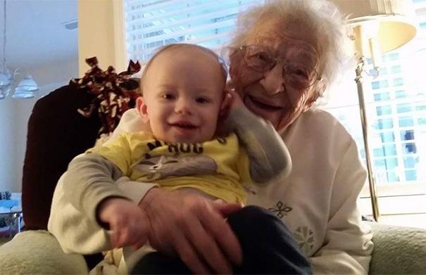 newborn-baby-girl-meets-grandma-101-year-difference-rosa-camfield-9
