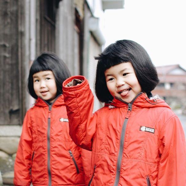 childhood-twin-sisters-family-pictures-sunmoooon-akira-oozawa-07__605
