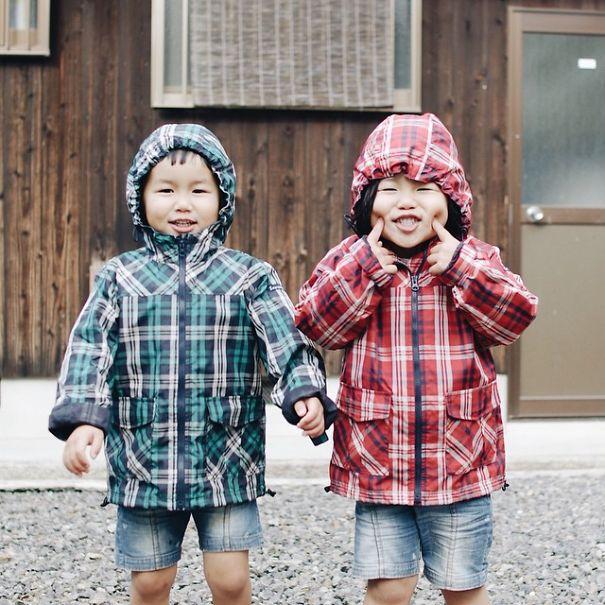 childhood-twin-sisters-family-pictures-sunmoooon-akira-oozawa-16__605