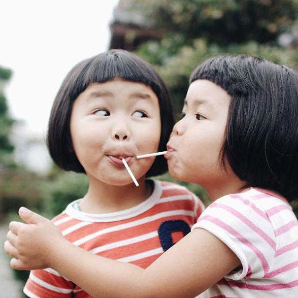 childhood-twin-sisters-family-pictures-sunmoooon-akira-oozawa-18__605