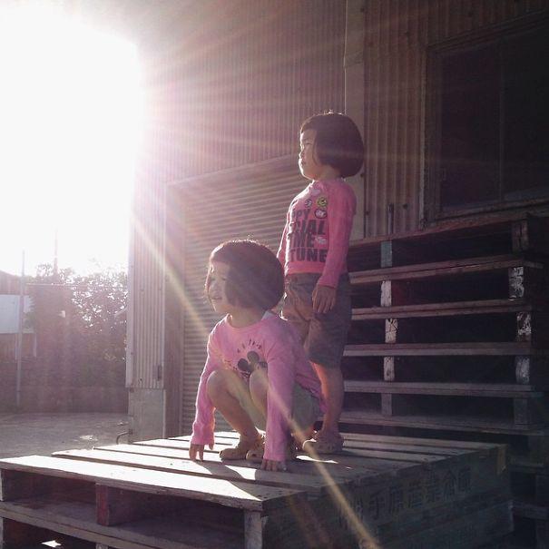 childhood-twin-sisters-family-pictures-sunmoooon-akira-oozawa-21__605