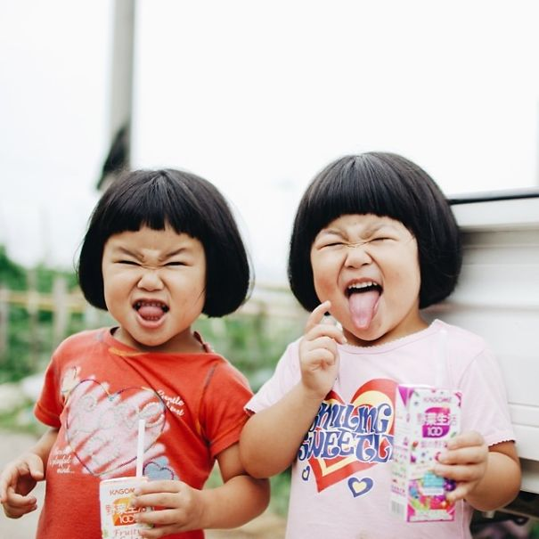 childhood-twin-sisters-family-pictures-sunmoooon-akira-oozawa-25__605