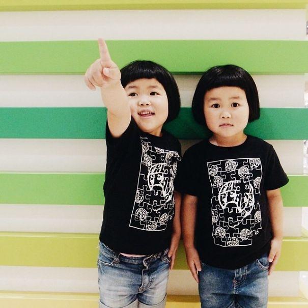 childhood-twin-sisters-family-pictures-sunmoooon-akira-oozawa-27__605