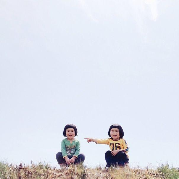 childhood-twin-sisters-family-pictures-sunmoooon-akira-oozawa-31__605