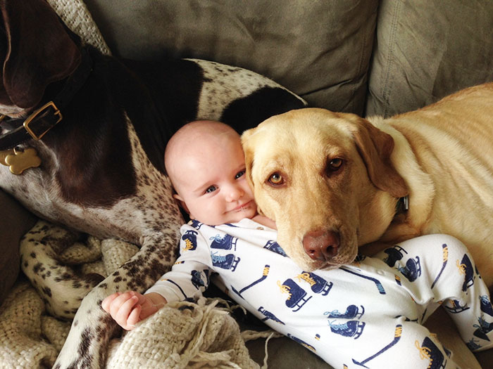 kids-with-dogs-58__700