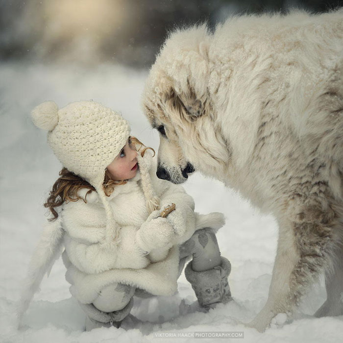 kids-with-dogs-64__700