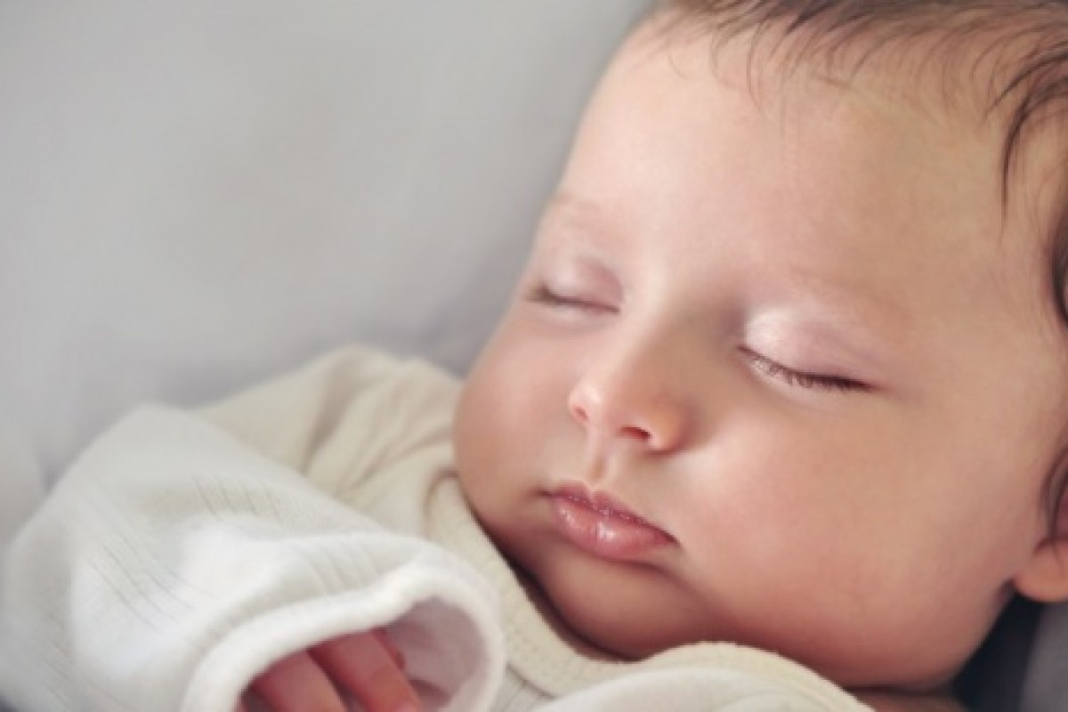 Τι κάνεις όταν το μωρό σου επιτέλους πέφτει για ύπνο;