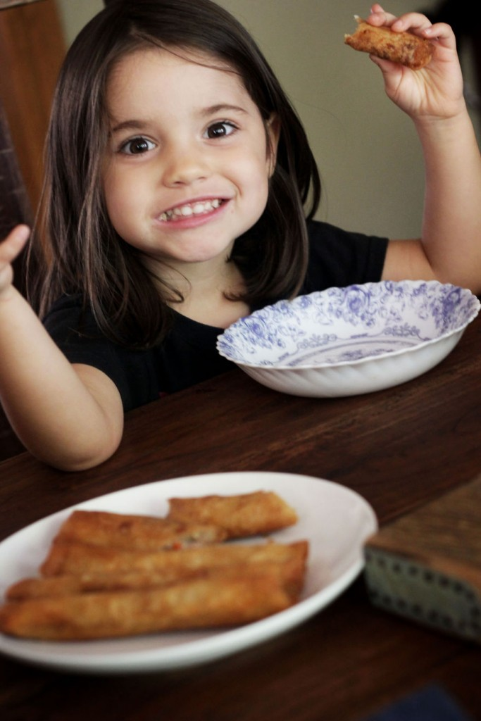 I-fed-my-little-girl-a-meal-from-195-countries-it-was-bonkers-cute12__880