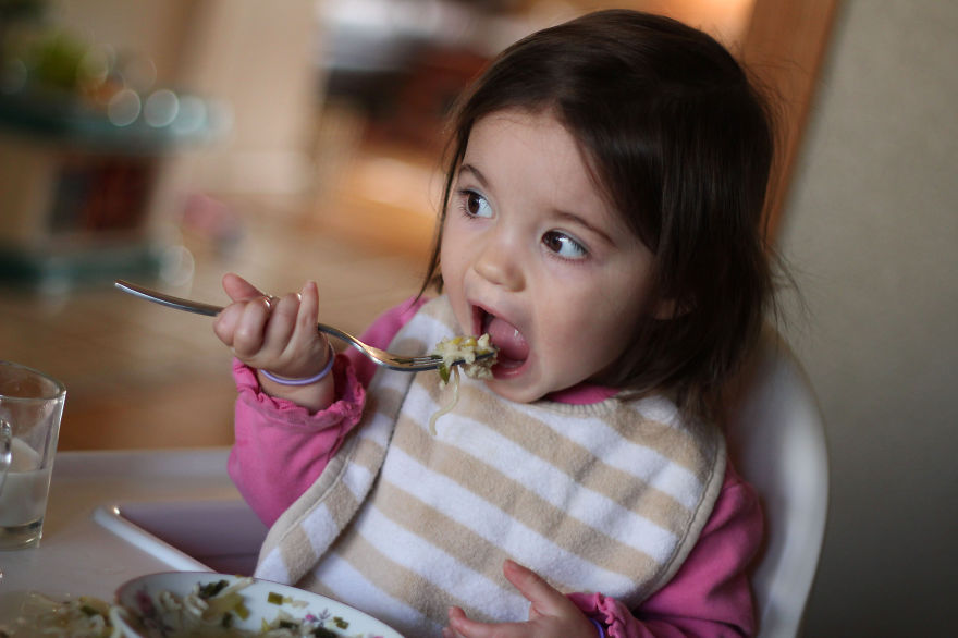 I-fed-my-little-girl-a-meal-from-195-countries-it-was-bonkers-cute13__880