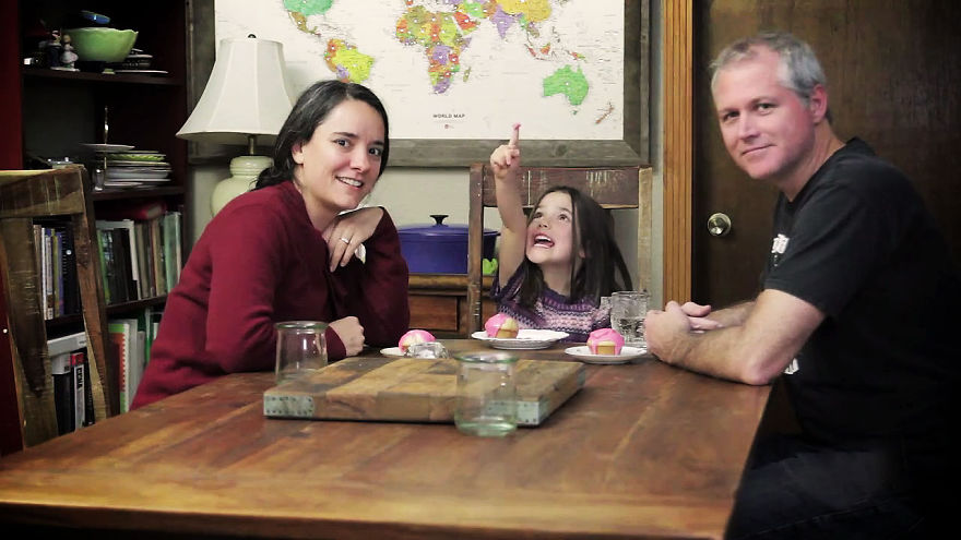 I-fed-my-little-girl-a-meal-from-195-countries-it-was-bonkers-cute1__880