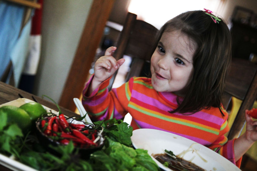 I-fed-my-little-girl-a-meal-from-195-countries-it-was-bonkers-cute20__880