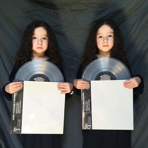 Mirror-Sisters5__605