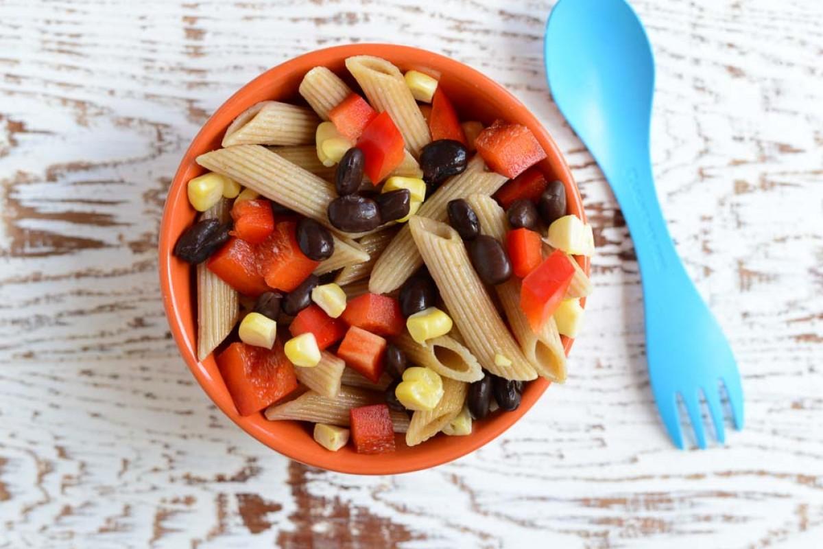 Νόστιμη σαλάτα με πένες και φασόλια για παιδιά