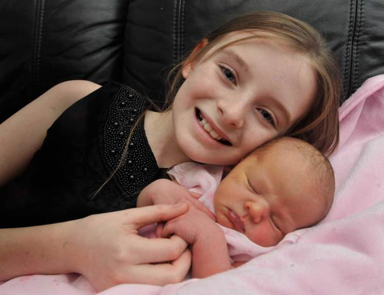 BPM MEDIA: 26/11/2015 Pictured Caitlin Burke,11 with her new born baby sister Elsa Monet-Burke, from Dordon, Tamworth, Caitlin helped her mother Tara Knightley with the birth at home and get her mother getting her medical assistance.