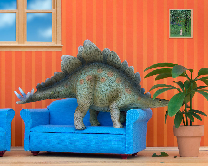i-teach-my-daughter-photography-by-creating-domestic-dinosaur-scenes-11__880