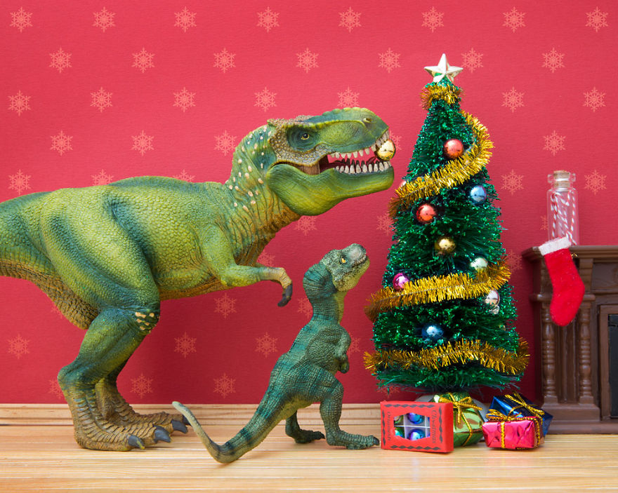 i-teach-my-daughter-photography-by-creating-domestic-dinosaur-scenes-2__880