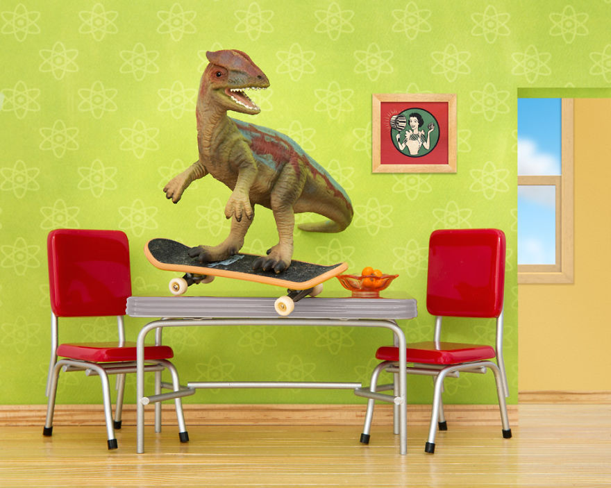 i-teach-my-daughter-photography-by-creating-domestic-dinosaur-scenes-3__880